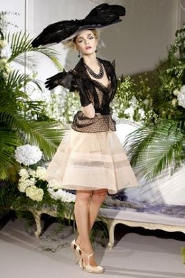 43-dior-haute-couture-fall-winter-2009-15