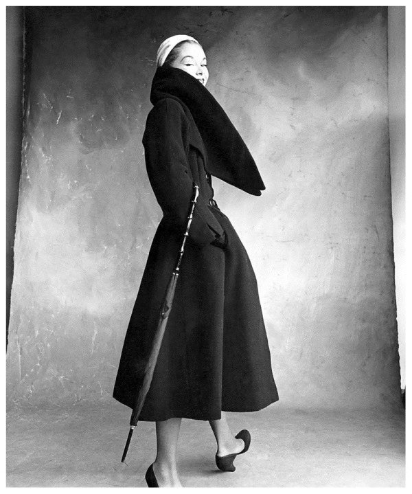 lisa-fonssagrives-wearing-coat-by-christian-dior-photo-by-irving-penn-for-vogue-1950