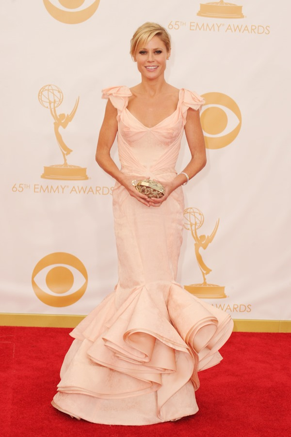 Julie Bowen in Zac Posen