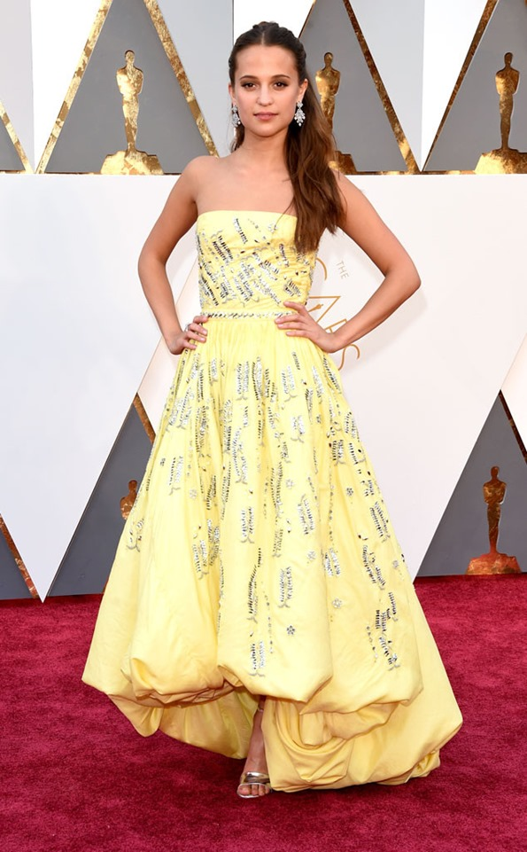 Academy-Awards-Oscars-alicia-vinkander_in Louis Vuitton