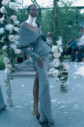 08 Jul 1997 --- CHRISTIAN DIOR: 97/98 AUTUMN WINTER HAUTE COUTURE --- Image by © Pierre Vauthey/Sygma/Corbis