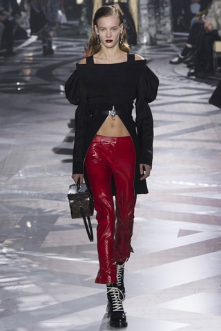 ©2016 Vogue, Inc  LV Fall 2016 RTW